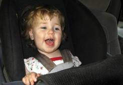 Svako drugo dijete u Hrvatskoj vozi se u autu potpuno nevezano