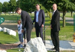 Ministar Lorencin i gradonačelnik Kovač otvorili minigolf teren