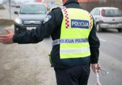 Ulovila ga policija: Na Peugeot 406 montirao tablice od Zastave 101